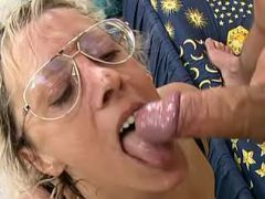 Mature slut in threesome