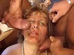 Grandma gets facial after double penetration