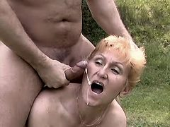 Granny gets cum after fuck outdoor
